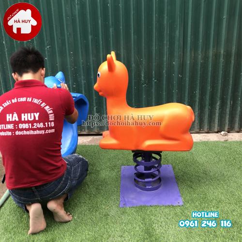 HB2-009-thu-nhun-con-nai-nhựa-NK3