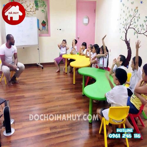 Hướng dẫn lựa chọn bàn ghế cho bé phùn hợp nhất