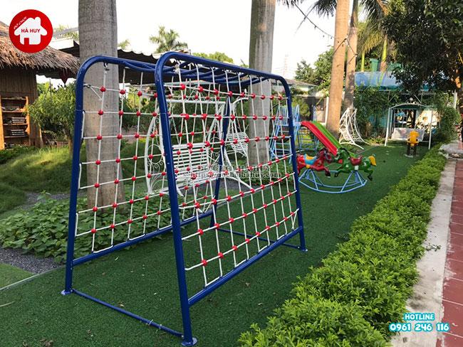 Lắp đặt hoàn thiện đồ chơi ngoài trời cho quán café vườn tươi mát