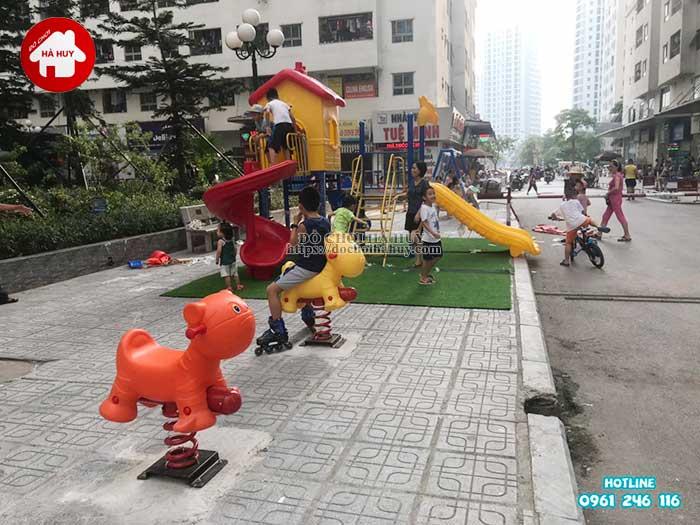 Lắp đặt đồ chơi cho sân chơi ngoài trời chung cư HH Linh Đàm